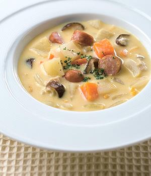 ソーセージと野菜の牛乳スープ